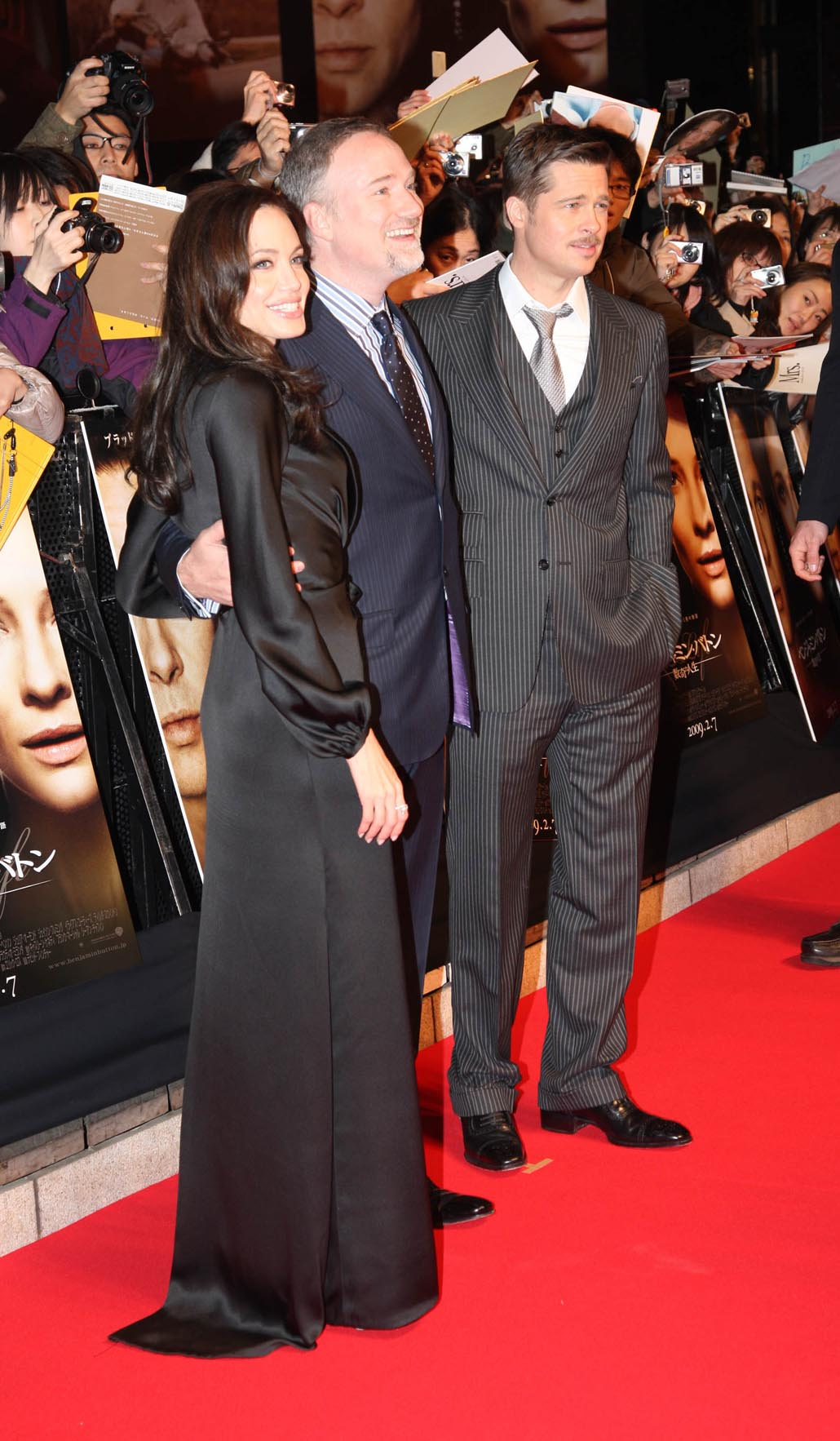 fans go wild for Brangelina at the Tokyo Premiere of 'The Curious Case ...